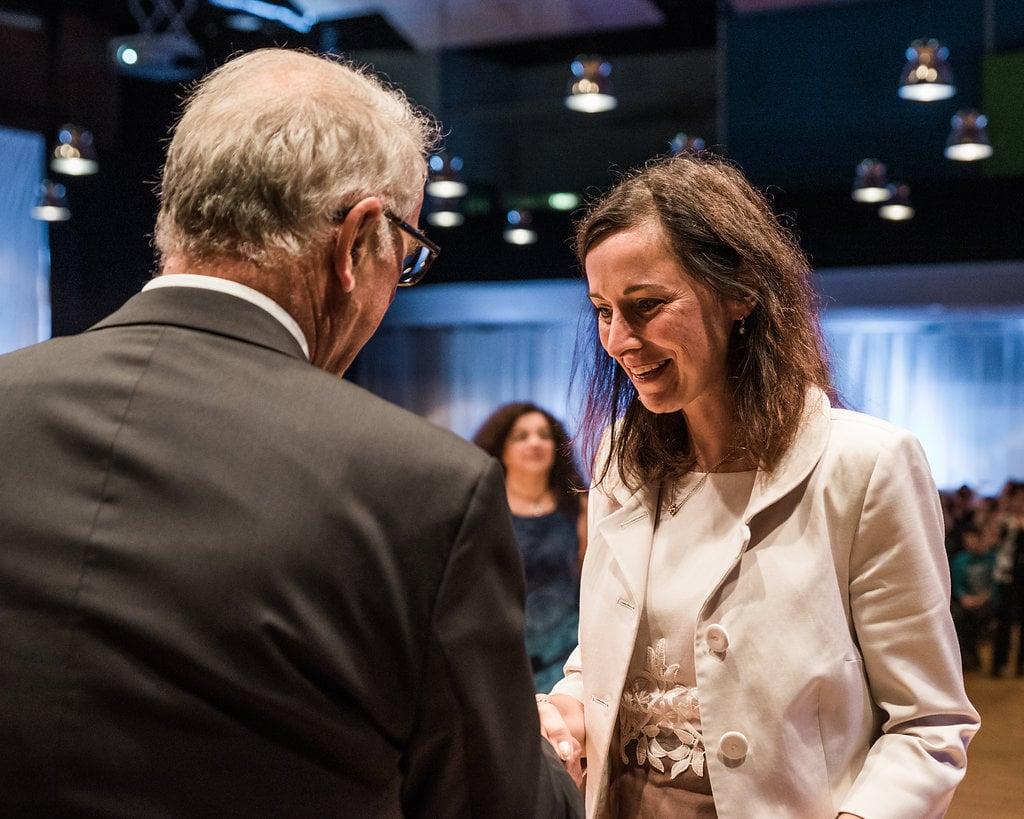 Barbara bekommt ihr Bachelor in Psychologie an der FernUni Schweiz